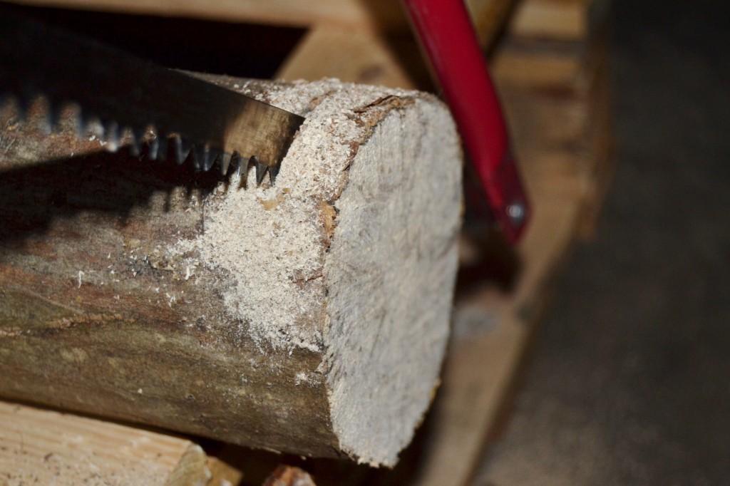 faire une d coration de no l avec des rondins de bois mamanatoutfaire. Black Bedroom Furniture Sets. Home Design Ideas