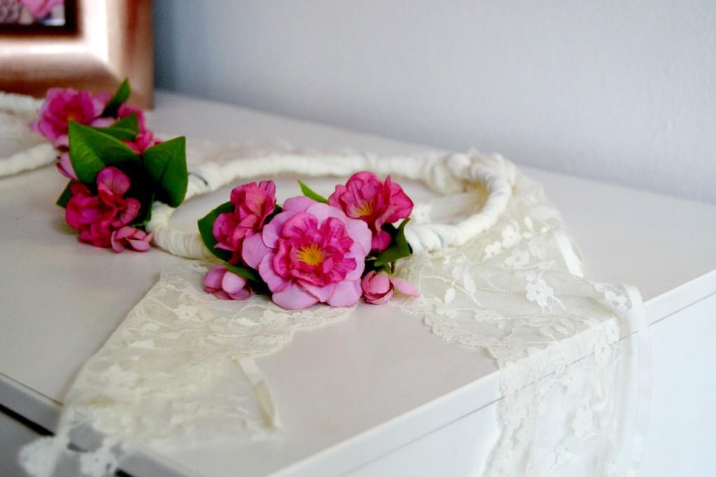 Les couronnes de fleurs de mes minettes maman tout faire - Faire une couronne de fleurs ...