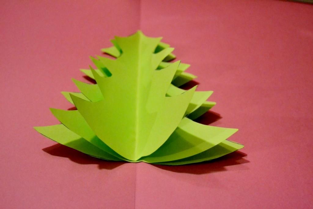 Carte de voeux et sapin en relief maman tout faire - Comment faire un sapin en papier ...