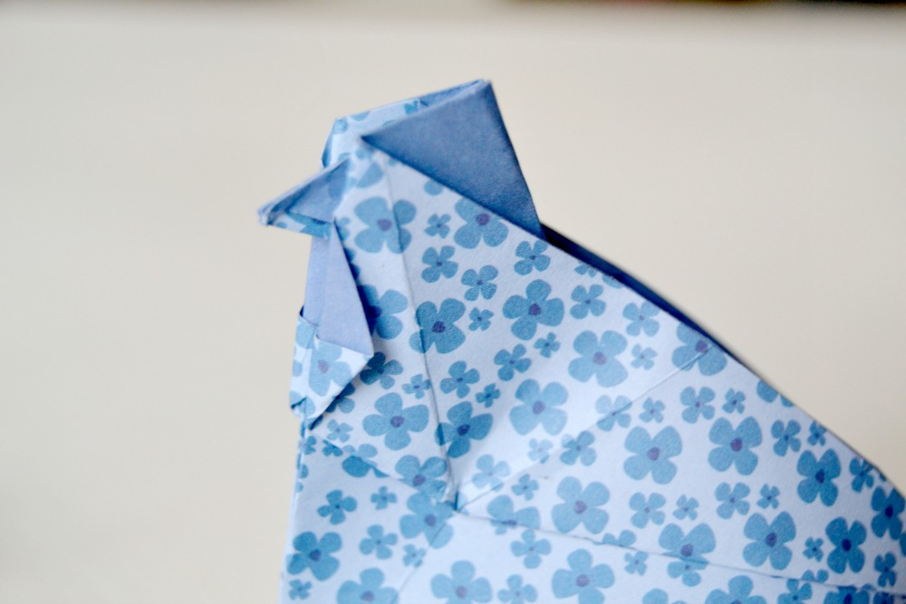 poule en origami perfect le panier origami loiseau. Black Bedroom Furniture Sets. Home Design Ideas