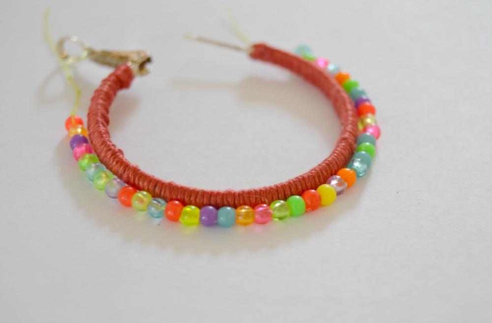 boucles d'oreilles perles de couleurs