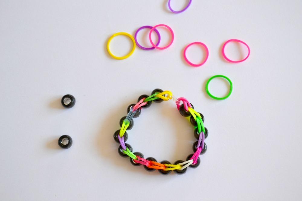 comment faire les bracelets lastiques des photos des photos de fond fond d 39 cran. Black Bedroom Furniture Sets. Home Design Ideas