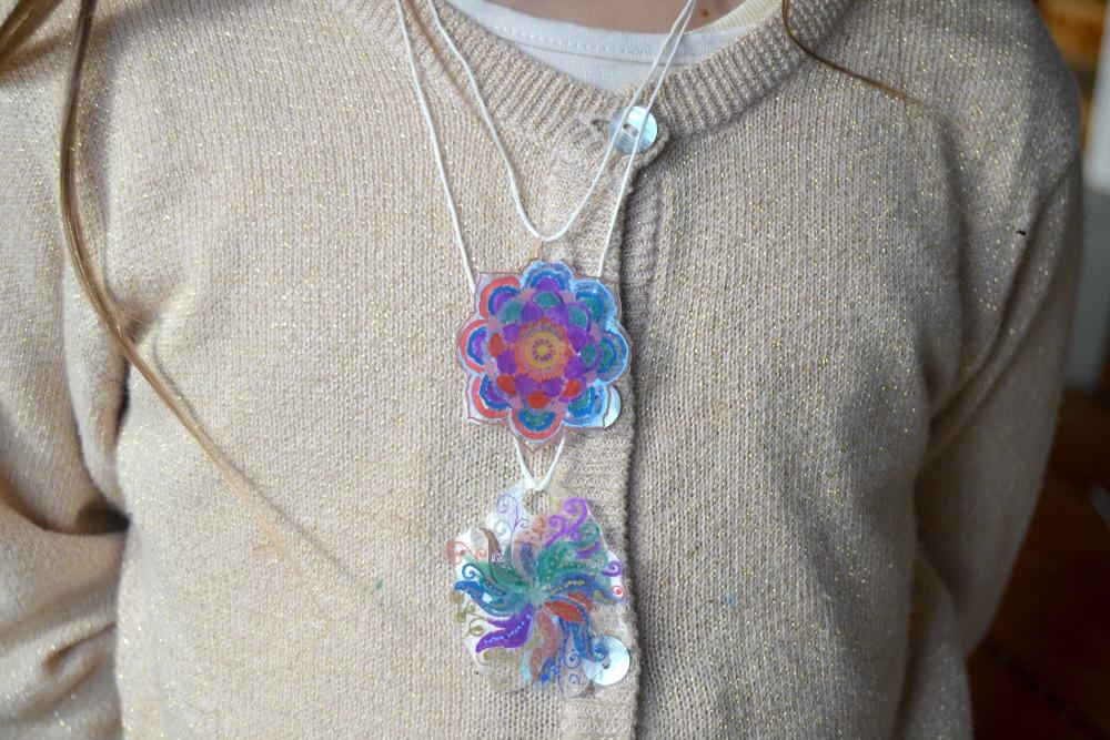collier plastique fou