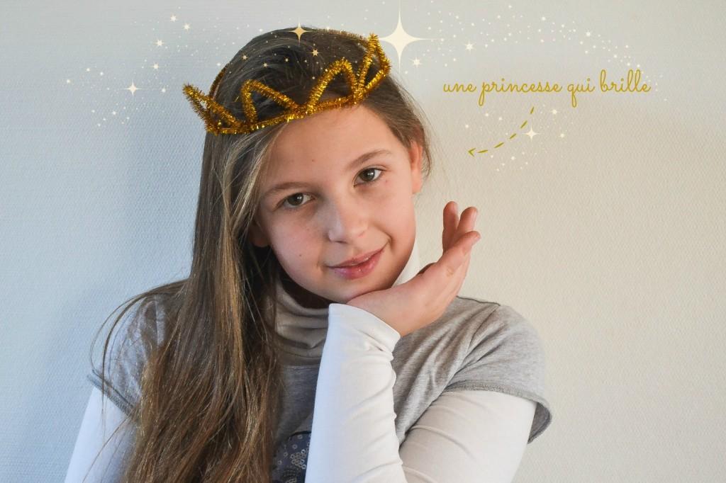 couronne en fil chenille doré