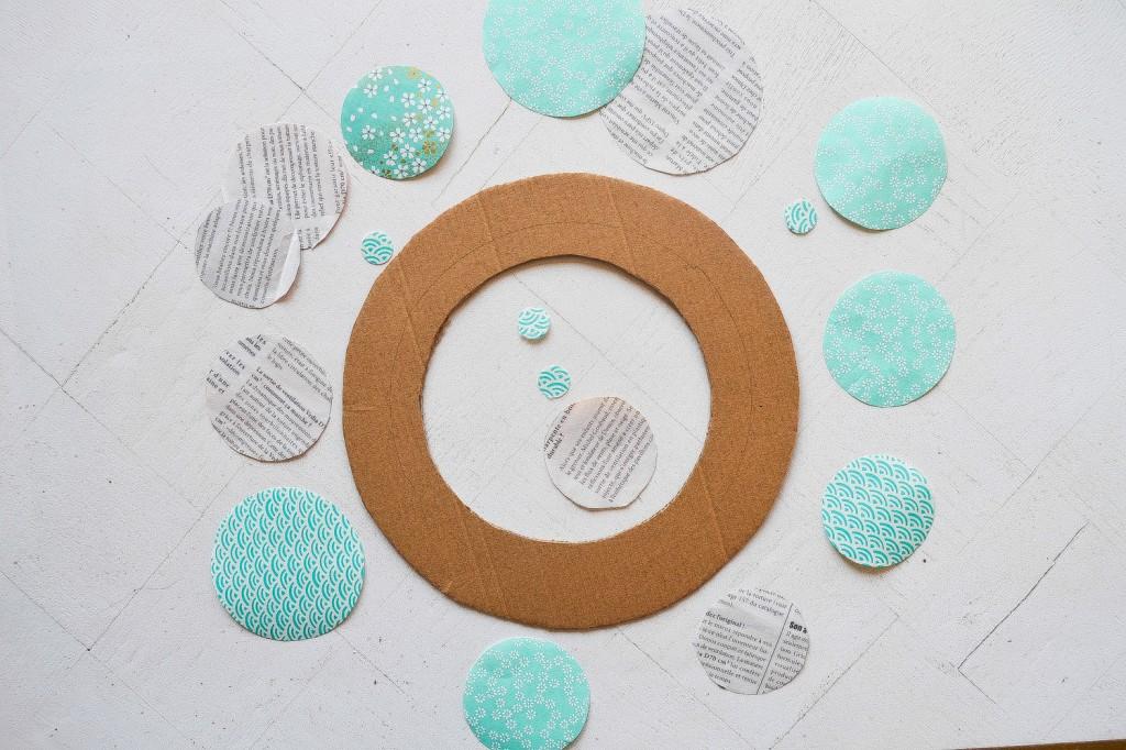 Pin faire une couronne de no l on pinterest - Fabriquer une couronne en papier ...
