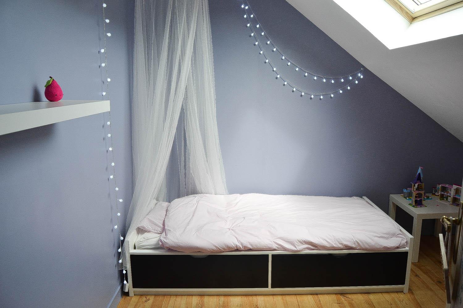 chambre dans les combles fille maman tout faire. Black Bedroom Furniture Sets. Home Design Ideas