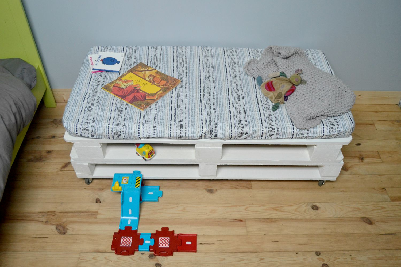 chambre enfant banc en palettes r cup 39 maman tout faire. Black Bedroom Furniture Sets. Home Design Ideas