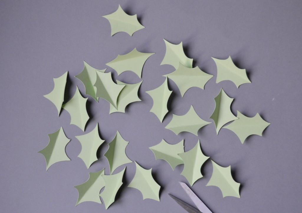 feuilles de houx en papier