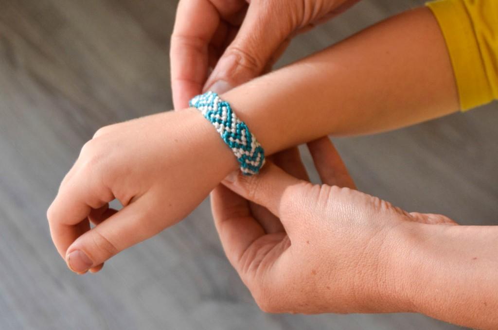 faire bracelet brésilien motif coeur